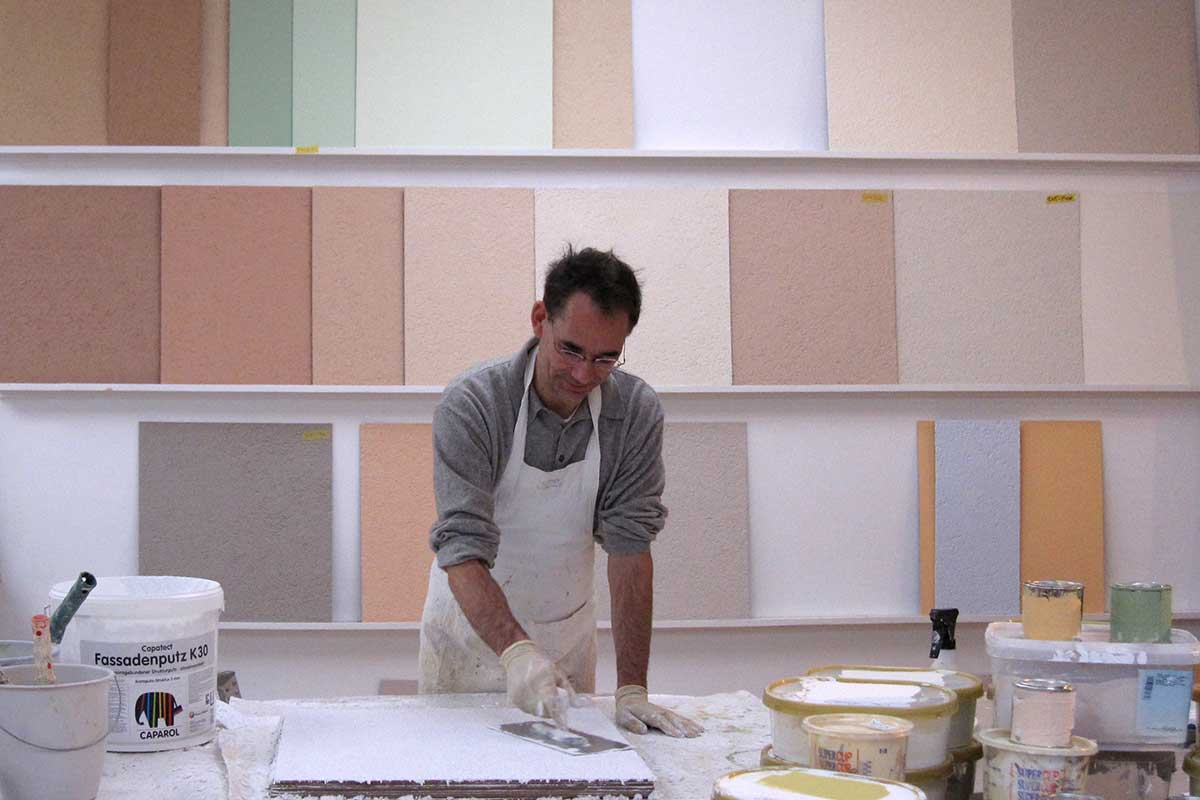Creation of plaster-sample plates in the desired colour