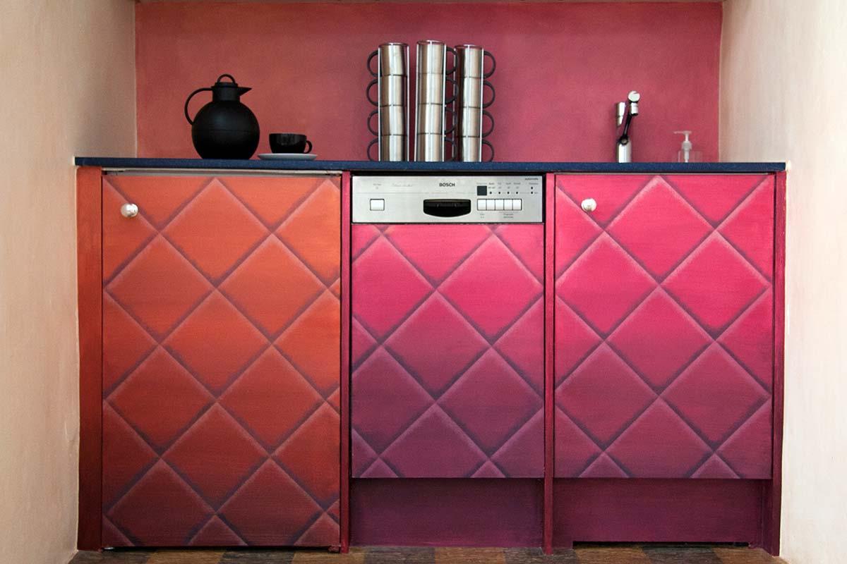pinke kche stunning tisch und geschirr in rosa kche kitchen rosa pinklive with pinke kche. Black Bedroom Furniture Sets. Home Design Ideas